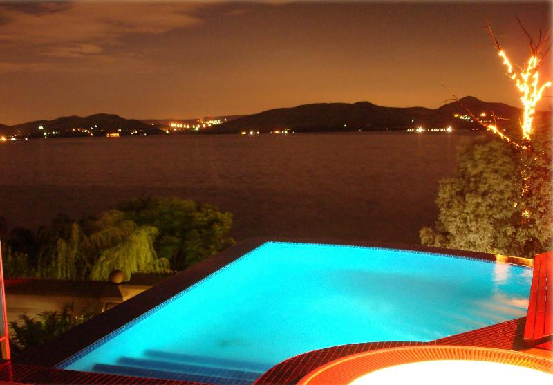 View of the dam at night - Kosmos Manor Guest House - Hartbeespoort - rentals
