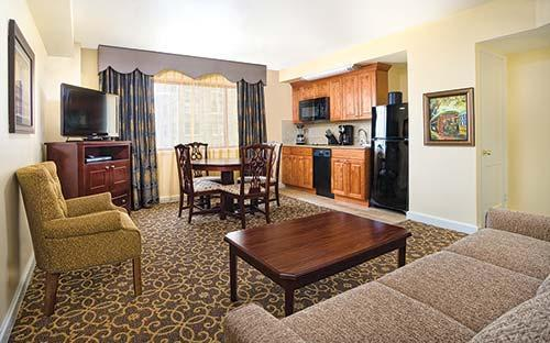 Avenue Plaza Living & Dining area - Sugar Bowl. Near DOME&French Quarter - New Orleans - rentals