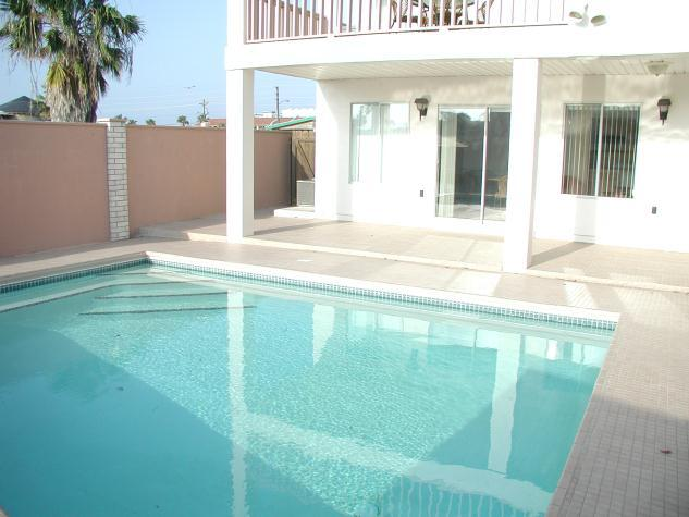 """CASA BAHIA - """"HOME BY THE BAY"""" Private South Padre Island 3 bedroom/3 bath waterfront home - With private pool and boat slip! - Image 1 - South Padre Island - rentals"""