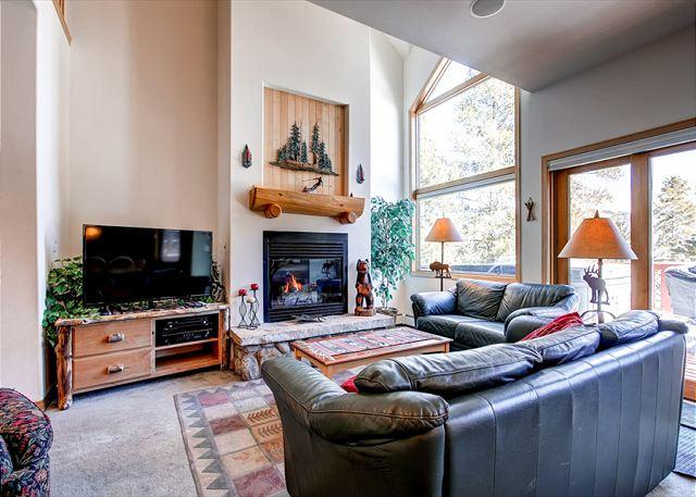 Pines Townhome Living Room Ski-in/Ski-Out Breckenridge Lodging - Front Row PINES! Ski-in/Ski-out 4 BR TH Private Hot Tub Breckenridge Lodging - Breckenridge - rentals