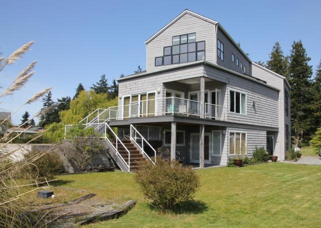 Just steps to Mutiny Bay - very sunny, great view - Image 1 - Freeland - rentals