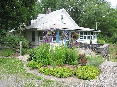front garden - Beautiful Mountainview House Has It All! - Bearsville - rentals