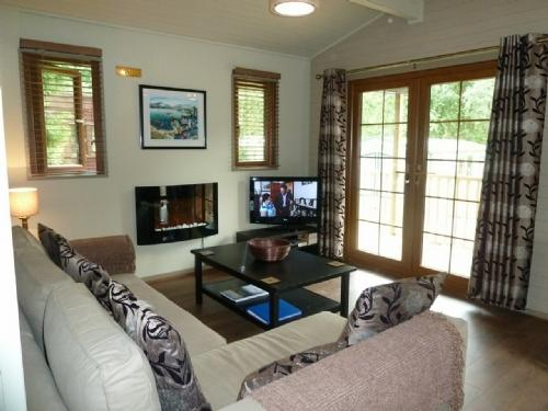 SKIPTORY LODGE, White Cross Bay, Windermere - Image 1 - Bowness & Windermere - rentals