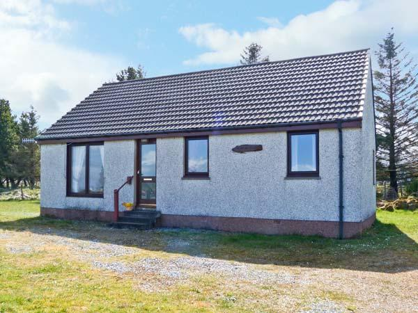 CALADH NA SITH, single storey cottage with sea views, pet welcome, quiet yet good touring base, Ref 13839 - Image 1 - Broadford - rentals