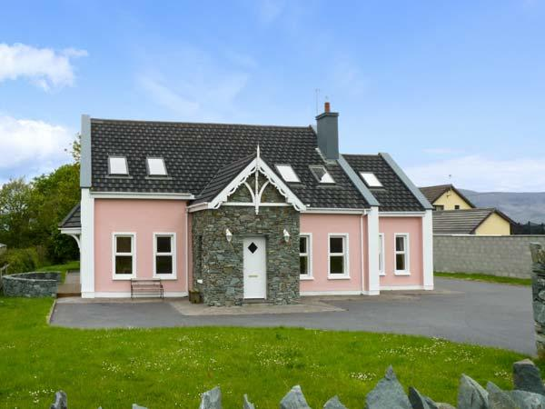 SWEENEY'S COTTAGE, detached cottage, five bedrooms, open fire, garden, in Killorglin, Ref 16255 - Image 1 - Killorglin - rentals