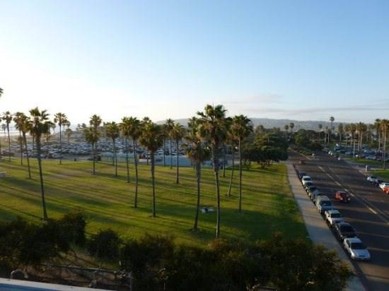 A green park separates this building from Belmont Amusement Park - Darrell's South Mission Beach Penthouse Vacation Condo With A/C - Mission Beach - rentals