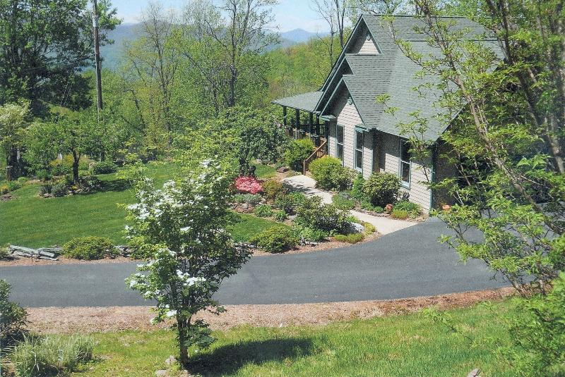 Crestview Pointe'-Secluded Smoky Mountain Home - Image 1 - Waynesville - rentals