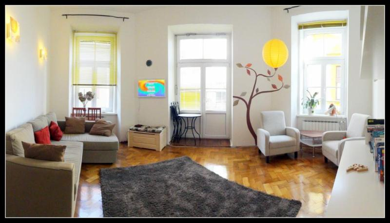 Bright living space with comfortable sofa-bed - Maribor, Central Unbeatable Location& Cute Balcony - Maribor - rentals