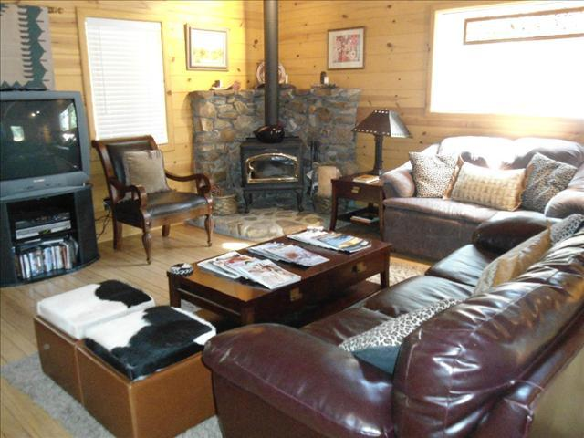 Living Room - SkyRock with Spa & Views of Lily & Suicide Rock - Idyllwild - rentals