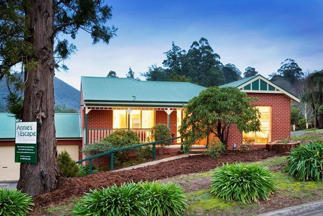Annie's Escape with Mt Little Joe in left background - Self contained  2 bedroom private guest house. - Warburton - rentals