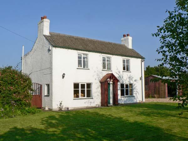 THE POPLARS, detached cottage, three bedrooms, enclosed garden, in Hogsthorpe, Ref 8445 - Image 1 - Skegness - rentals