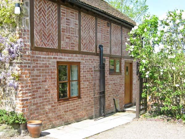 CEDARS MOUNT COTTAGE, romantic retreat, dressing room, enclosed patio, in Felhampton, Ref 8789 - Image 1 - Shropshire - rentals