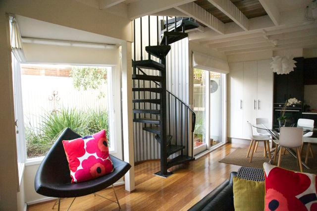 The Living area - The Loft - delightful 2 bedroom house on city edge - Melbourne - rentals