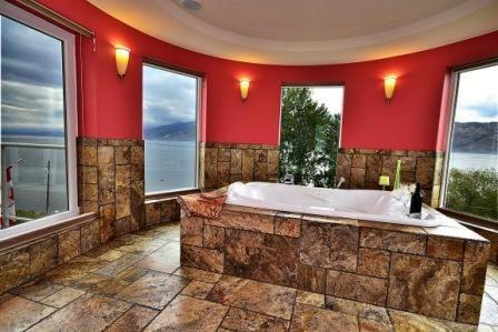 Double Jacuzzi Spa Room With Lake View - Last Minutes Deal of Okanagan Lake - Peachland - rentals