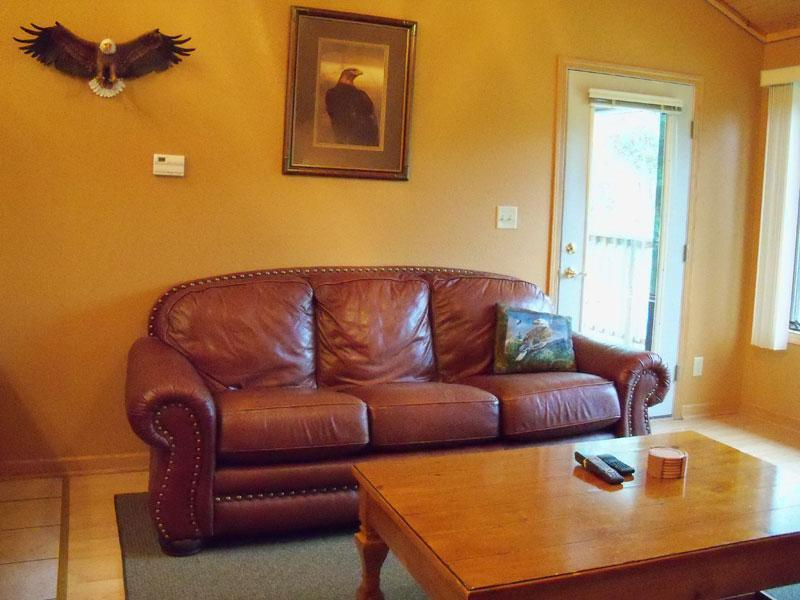 Eagle's Nest living room - Eagle's Nest: Waterfront, Family Friendly, Value - Crivitz - rentals