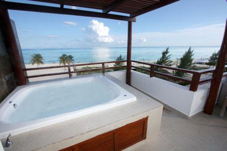 Private ocean view roof top with Jacuzzi - Beachfront Ocean View Penthouse - Joya - Playa del Carmen - rentals