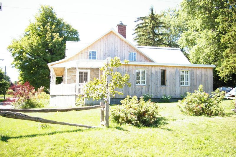Relaxing, bucolic setting - Historic 3 bedroom waterfront stone house - Chateauguay - rentals