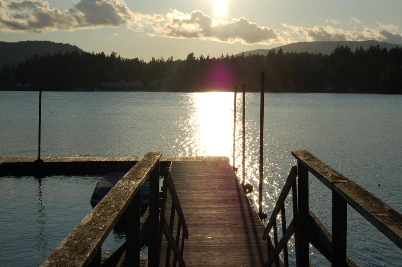 Sunset on Shawnigan Lake - Woodview 2 bed Suite close to lake & mountains - Shawnigan Lake - rentals