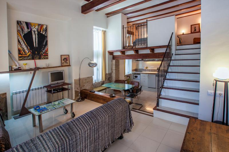 Panoramic view. Living room, kitchen and loft - Duplex loft in the Barrio del Carmen - Valencia - rentals