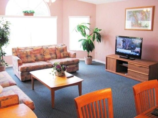 Living room with Flat screen Tv and free WiFi - Beautiful upper floor 3BR villa close to Disney - Kissimmee - rentals