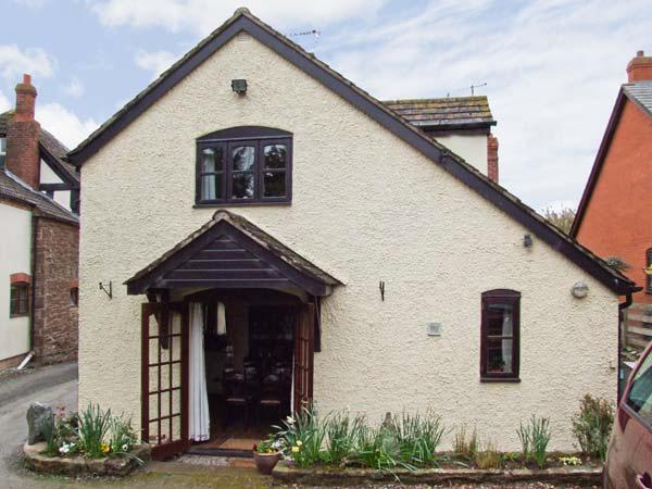 STANDALE, cosy cottage with woodburning stove, near good walking, lovely countryside in Staunton-on-Wye, Ref 12570 - Image 1 - Herefordshire - rentals