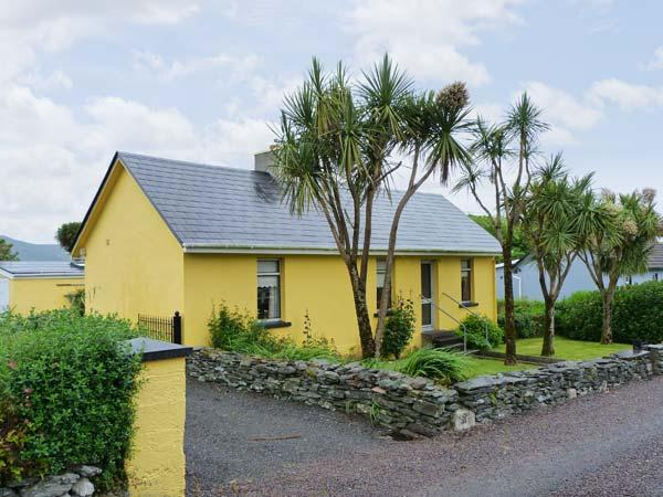 KATE'S COTTAGE, sea views, open fire, large garden near Knightstown, Valentia Island Ref 17408 - Image 1 - Knightstown - rentals
