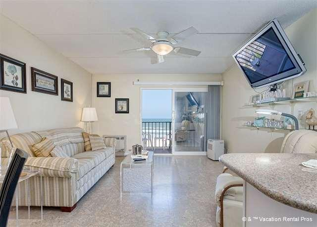 Our oceanfront condo is breezy and spacious! - Beachers Lodge 425, Beach Front, 4th floor, Elevator, HDTV - Saint Augustine Beach - rentals