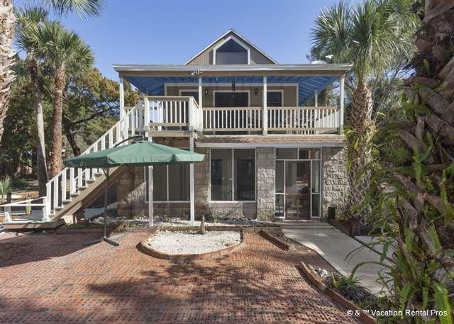 Vilano Blue Bird House is a gem minutes from the beach - Vilano Bluebird Cottage, HDTV, Walk to Beach - Saint Augustine - rentals