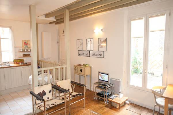 Rue des Francs Bourgeois. Outstanding studio in the heart of the Marais with terrace. - Image 1 - Paris - rentals