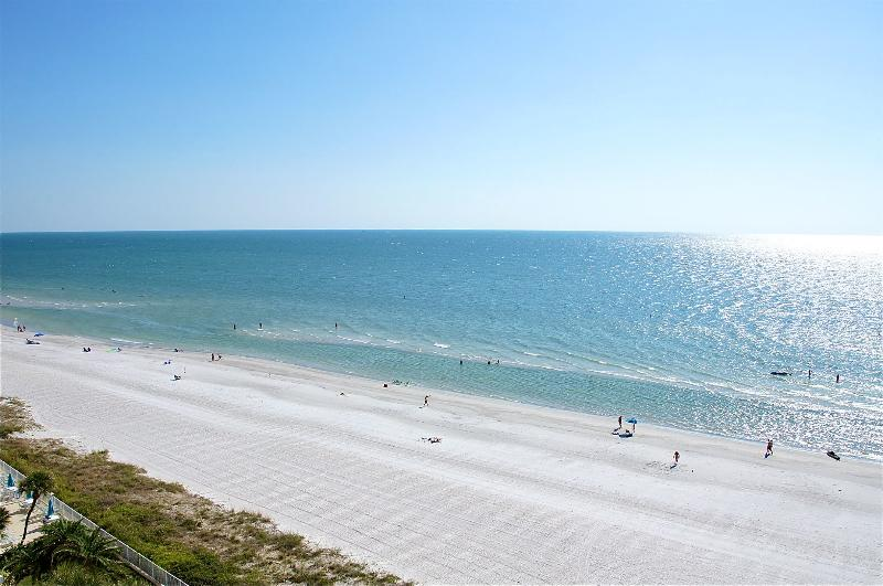 Condo has beautiful side SW view of beach - BEACHVIEW MODERN CONDO 2BR/2BA *CLUB REDINGTON* Heated Pool - Redington Shores - rentals