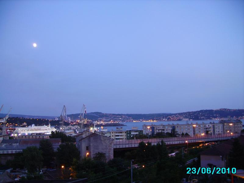 view from the balcony of the living room with the  moon - PANORAMIC ELEGANT APARTMENT OVERLOOKING THE SEA - Trieste - rentals
