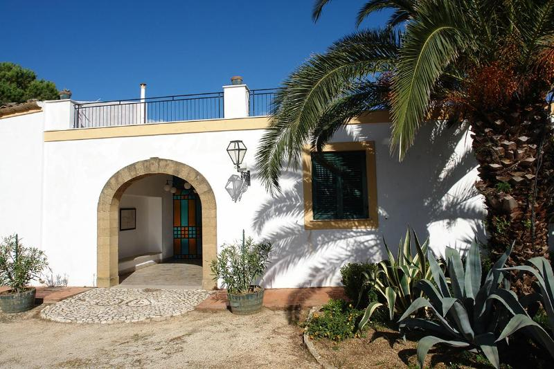 Charming villa with pool and huge garden - Image 1 - Noto - rentals
