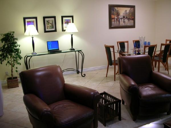 Living Room - Beautiful 2-bedroom 2-bath in Best Location Sleeps 7 - Santa Monica - rentals