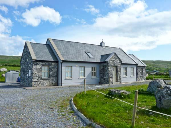 Cúnna Bán, detached cottage, sea views, rear patio, pet friendly, in Fanore, Ref 14941 - Image 1 - Fanore - rentals