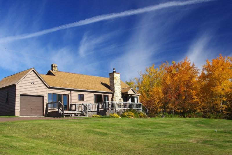 Cascade House in the fall - Cascade House - with a view of Lake Superior. - Lutsen - rentals