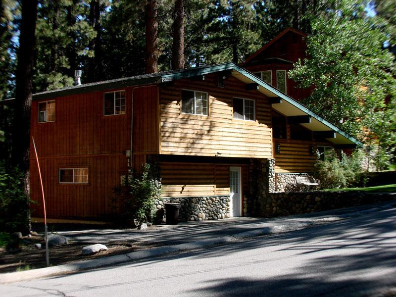 Front view, parking for 4 cars - Evergreen Cabin, sleeps 10, Heavenly Valley - South Lake Tahoe - rentals