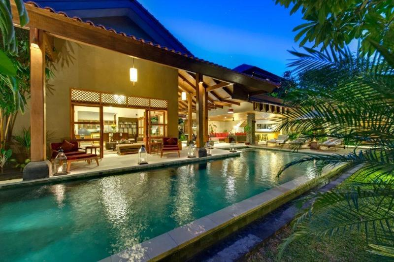 Swimming pool at dusk - Villa Kinaree - Stunning Villa, Seminyak - Kuta - rentals