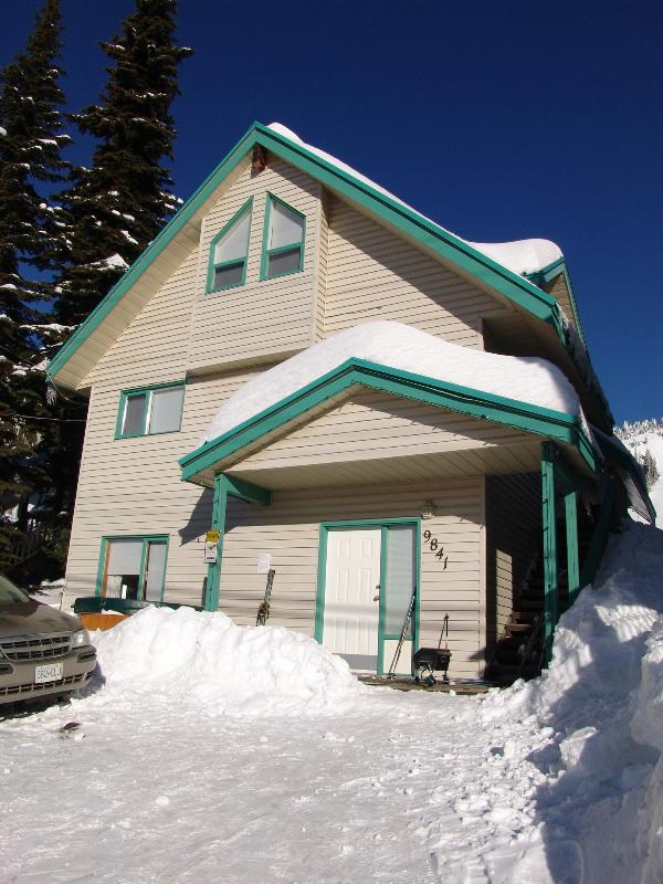 Skimore Chalet - Affordable Ski in Ski Out sleeps 16 - Silver Star Mountain - rentals