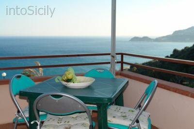 Terrace with outdoor furniture and sea view - Sea view apartment on Taormina's seaside - Letojanni - rentals