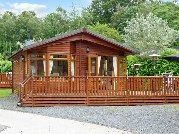 LANGDALE LODGE 15, on site swimming pool, shore of Lake Windermere, deck with furniture on White Cross Bay Ref 18071 - Image 1 - Troutbeck Bridge - rentals