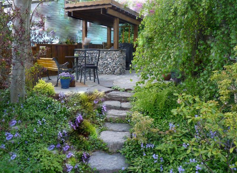Guest BBQ hut and patio outside apartment - SERENE RETREAT, LUSH GARDENS, NEAR BEACHES &  UBC - Vancouver - rentals