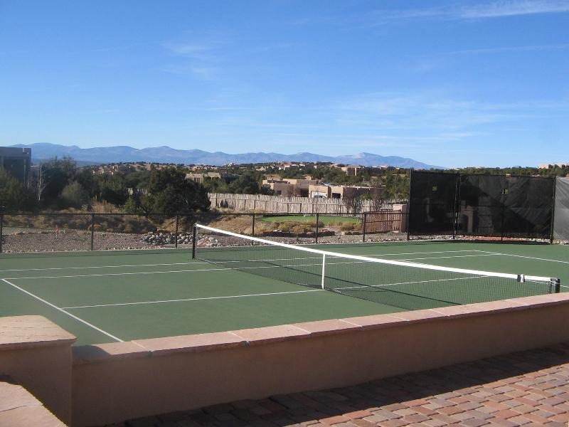 Casa del Coyote Tennis Court with view of the Jemez Mountains - Casa Del Coyote - Santa Fe - rentals