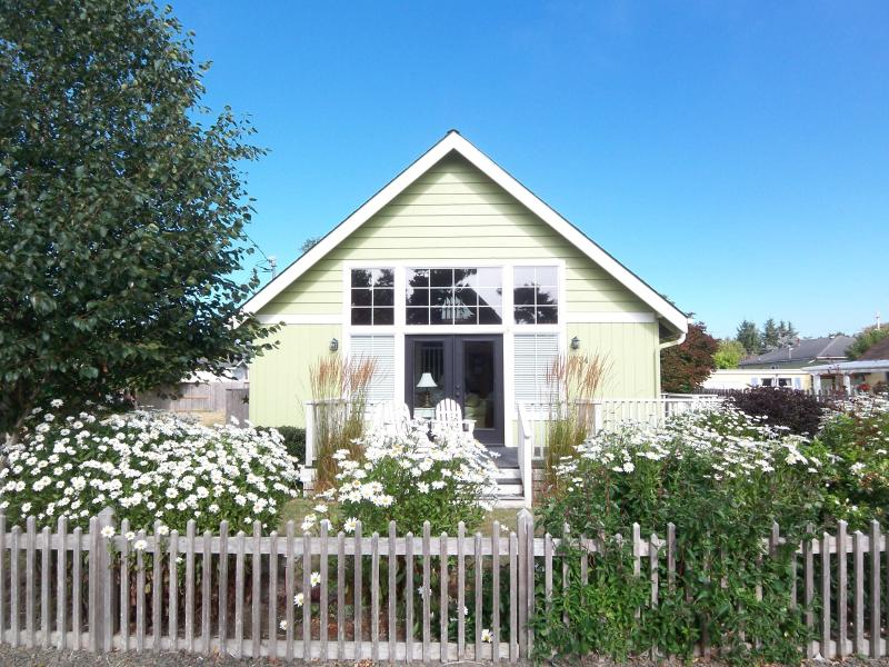 Honeysuckle Cottage - 3 BR, 2 B, Sleeps 9, Hot Tub - Image 1 - Lincoln City - rentals