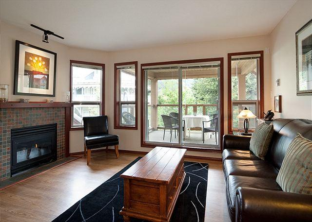 Living Room - 91 Glaciers Reach this 2br home has a hot tub & pool in Whistler Village - Whistler - rentals