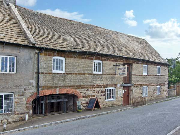 MILLSTONE COTTAGE next to a river, fabulous views, family- friendly cottage in Ringstead Ref 12955 - Image 1 - Ringstead - rentals