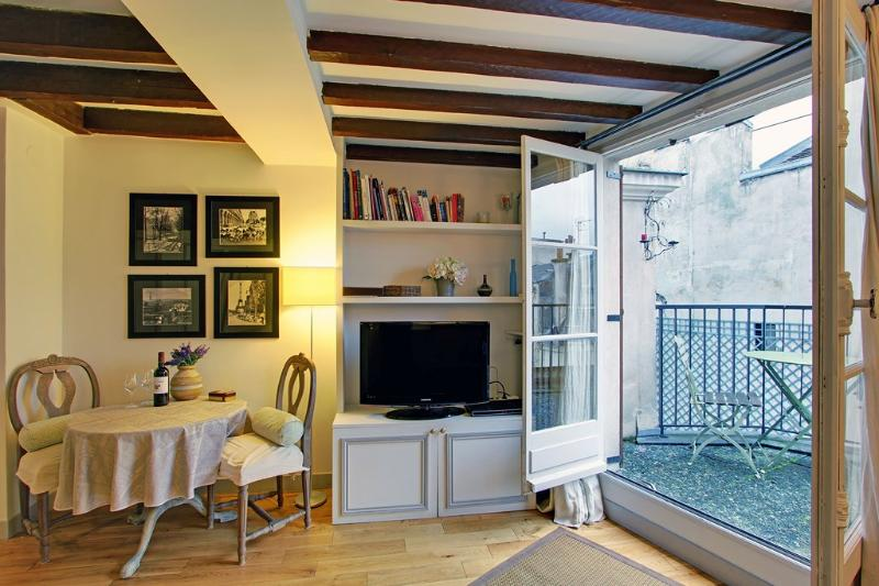 Studio with Terrace Paris Saint Germain Des Pres - Image 1 - 6th Arrondissement Luxembourg - rentals