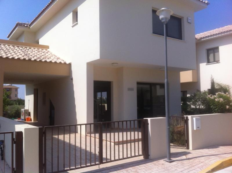Home Luxury Villa-Residence 3 Bedrooms - Image 1 - Pervolia - rentals