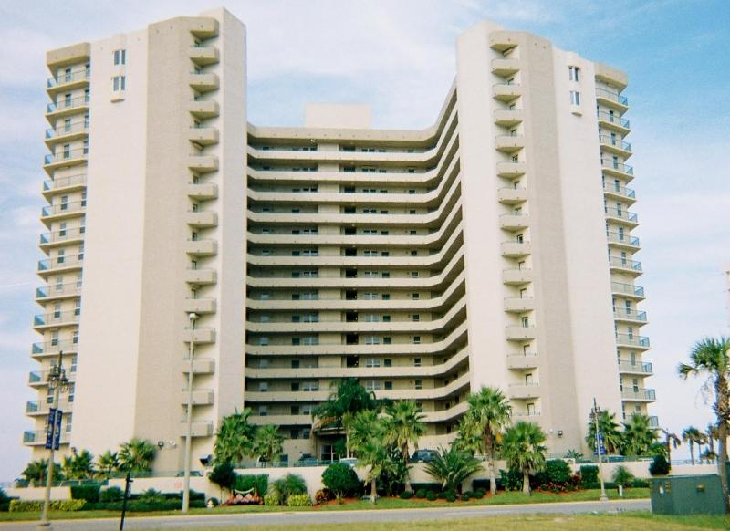 Impressive 2 Bedroom Condo Ocean View - Image 1 - Daytona Beach Shores - rentals