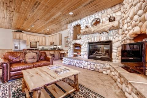 Spacious, comfortable & fully modernized ski condo at Canyons Resort in Park City, Utah. Features leather furniture, river rock fireplace & HDTV. - Timber Wolf - Park City - rentals