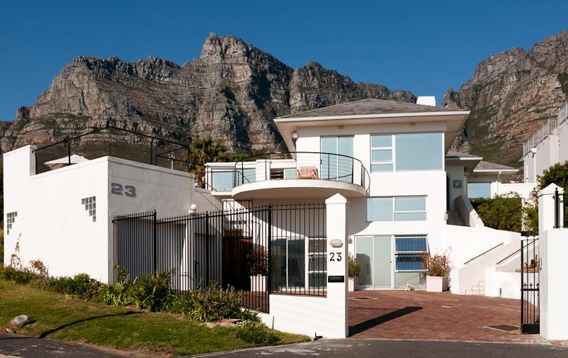 Exterior view from street - 3 to 5 BR villa in Camps Bay 5 min walk to beach ! - Camps Bay - rentals